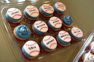 baseball_cupcakes_1