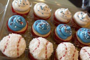 baseball_cupcakes_2